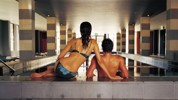 Lancemore_Couple in pool_620x349